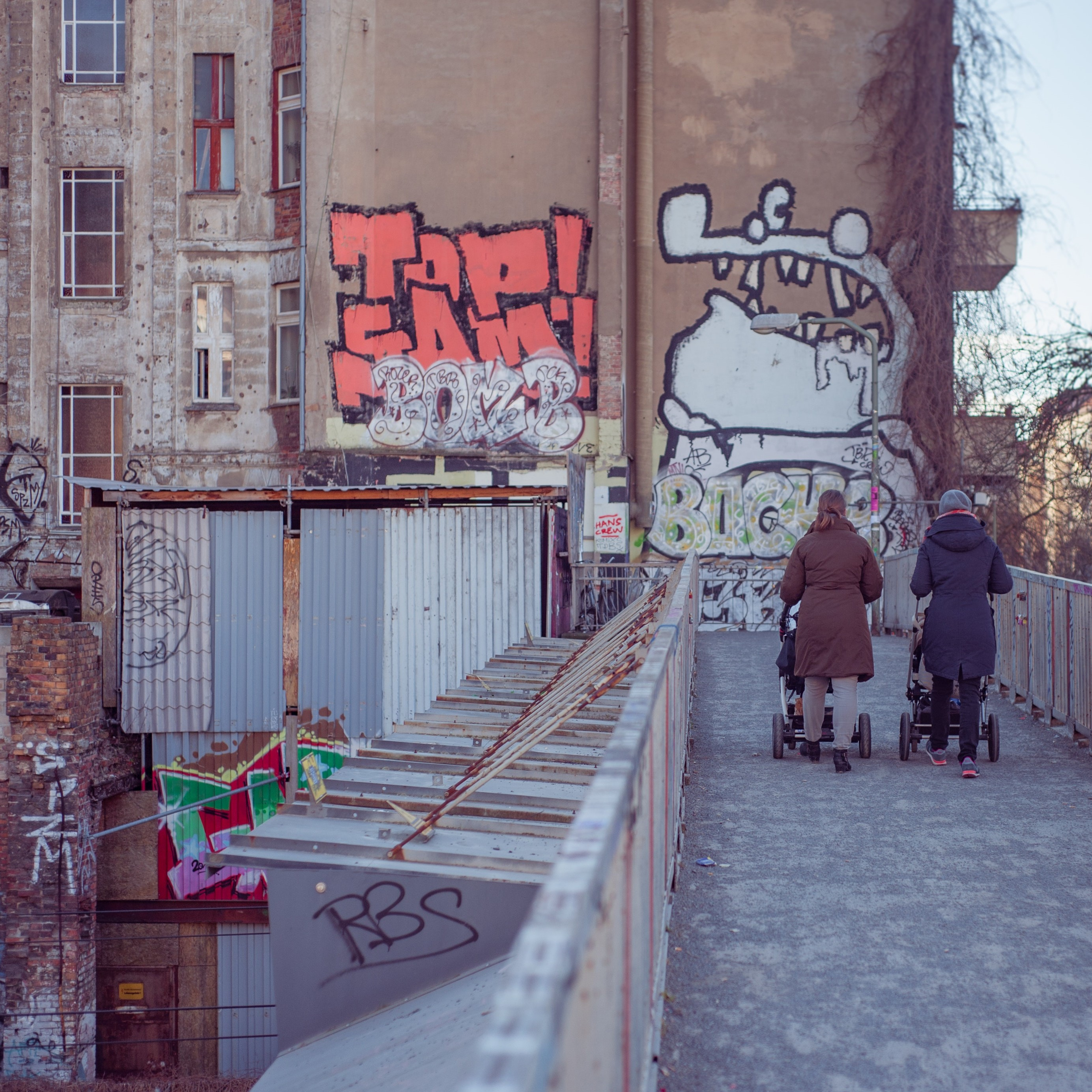 http://www.espanaaqui.com.br/pdf/Fotos%20para%20revista/architecture-berlin-building-110817.jpg